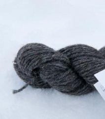 Mellomgrått tretråds garn av grå trøndersau. 130 NOK