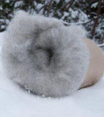 Lys, kardet ull fra grå trøndersau. 100 NOK