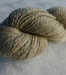 Hvitgrått garn av norsk pelssau. P.nr. 3-4. 130 NOK